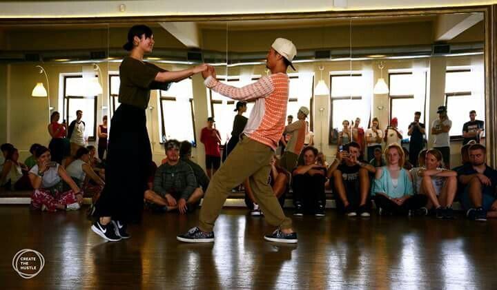 NSH(NewStyle Hustle ストリートダンス風ペアダンス)の教室の練習風景